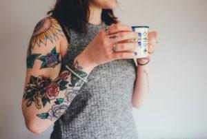 タトゥー(刺青)を入れてる女性