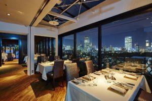 夜景の見える高級レストラン