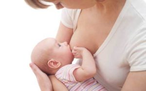 母乳を飲ませる女性(授乳)