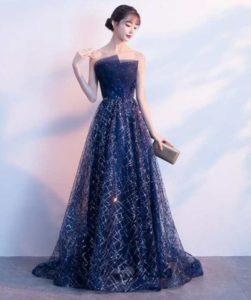 ドレスを着たキャバ嬢・おっぱぶ嬢